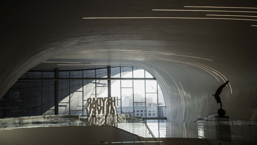 Innenraum Heydar Aliev Center in Baku