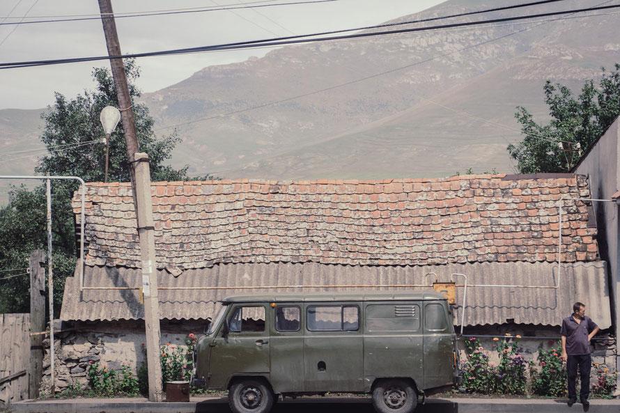 Armenien Vintage Car - wird auch heute noch gebaut - Buhanka