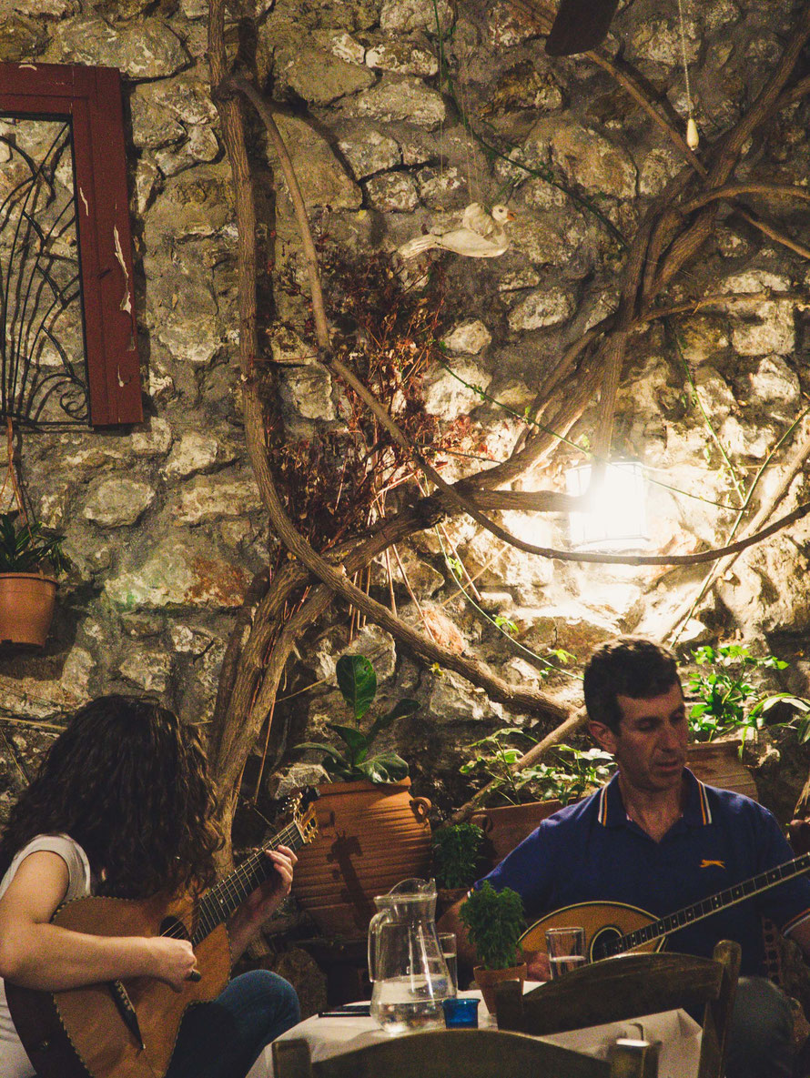 Live-Musik in einem authentischen Lokal in Exarchia