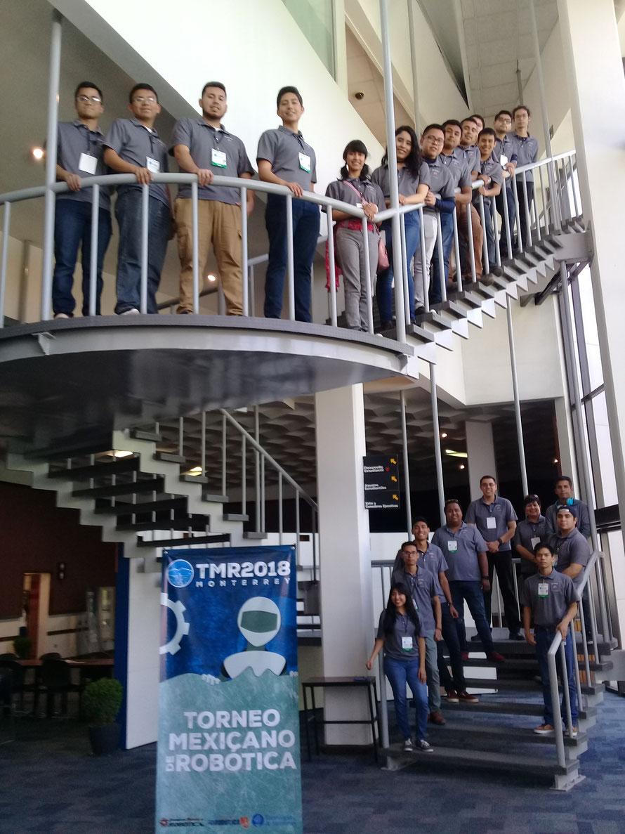 Integrantes del Club Mecatrón durante el Torneo Mexicano de Robótica