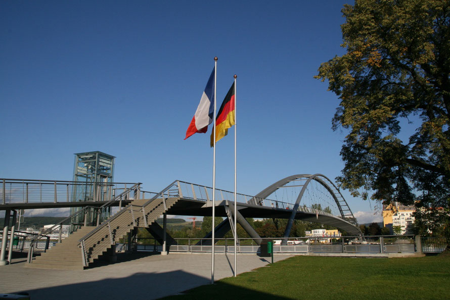 """<img src=""""Dreiländerbrücke.jpg"""" alt=""""Blick von Frankreich nach Deutschland"""">"""