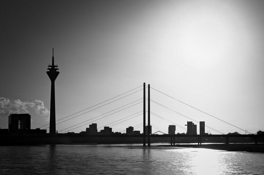 Fernsehturm Düsseldorf , Rhein , Brücke , Rheinbrücke , Heimbucher , arthaus kempen , Kunst , Fotokunst , Künstler , Günter Heimbucher