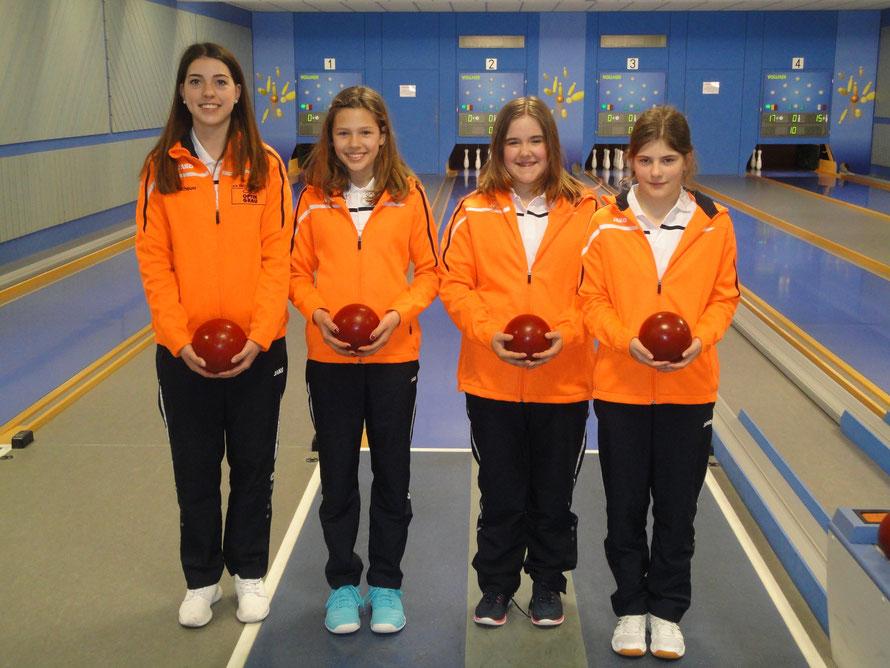 Unsere Mädchen v.l. Annalena,Janah,Jasmin,Tabea  -- Spielen in München bei der Deutschen Jugendmeisterschaft im Kegeln mit.