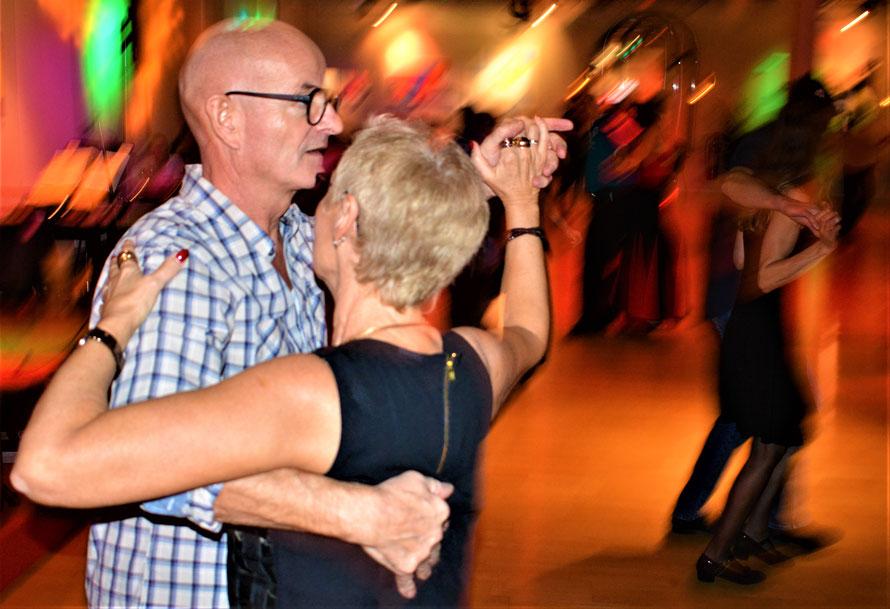 Tanzkalender im Tanzlokal-Sursee.ch steht Ihnen zur Verfügung.