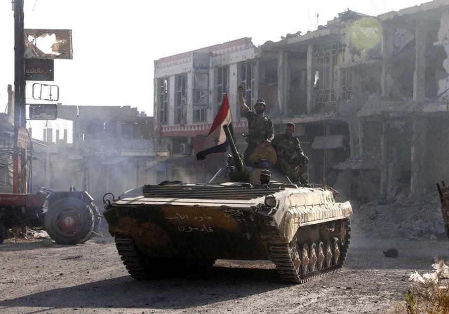 Retour victorieux de ce BMP-1 après de durs combats urbains