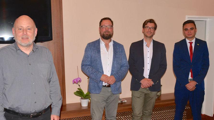 Der Quickborner FDP-Chef Thomas Beckmann konnte die drei bis dahin bekannten Kandidaten für die FDP-Bundestagswahlkreiskandidatur Kristian Smolka, Philipp Rösch und Tobias Heisig begrüßen (v. l.)