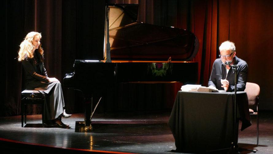 Die Pianistin Jasmin Böttger und der Schauspieler Marek Ehrhardt begeisterten ihr Publikum in Quickborn