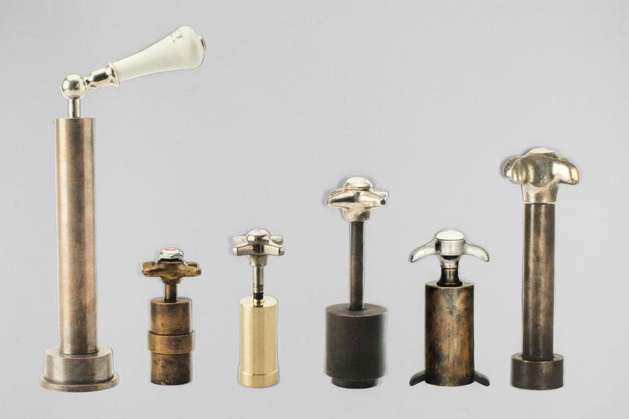 """Pfeffermühle """"PfefferMarsch!"""" von Isabelle Enders. Unikat-Pfeffermühlen aus Messing mit antiken Wasserhahngriffen als Drehknauf, Collage. Entworfen und Hergestellt in Nürnberg"""