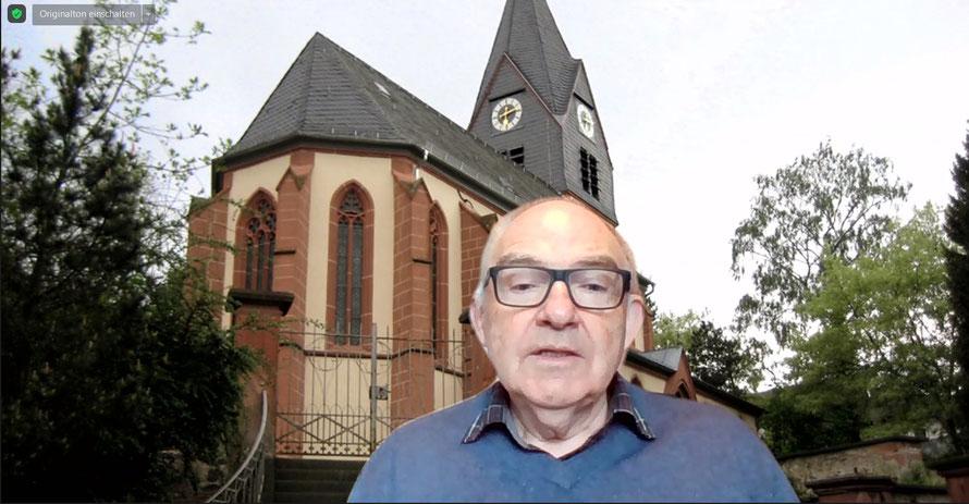Rolf Hartmann, Vorsitzender der Synode, berichtete über die Arbeit und Ereignisse im Dekanat. Foto: Screenshot / Gert Holle