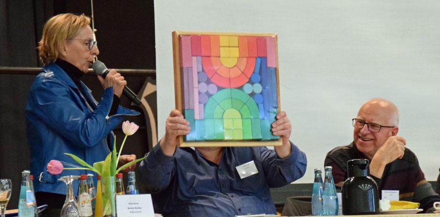 Pfarrerin Beate Henke spricht über den Fahrplan der Dekanatskonzeption. Foto: Gert Holle