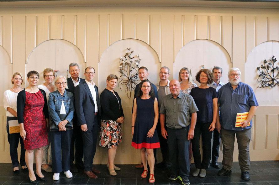 Die Protagonisten des Projekts Kunst in Kirchen mit Künstlerinnen, Veranstaltern, Förderern und Projektgruppe. Foto: pdw