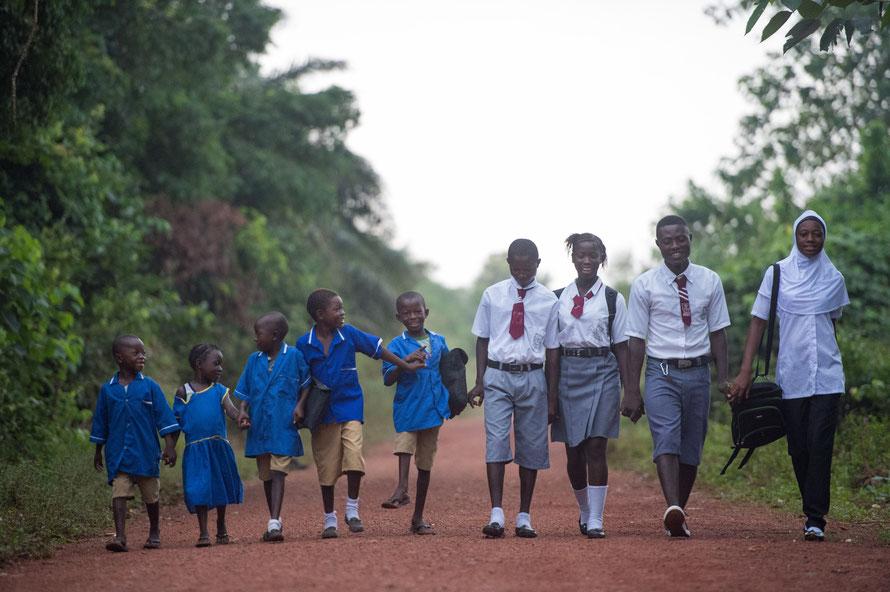 Schulkinder aus Sierra Leone - von Brot für die Welt/Helge Bendl