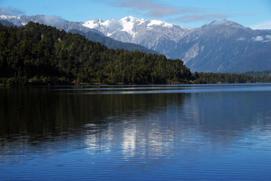 Lake Mapourika looking SSW towards Mt Tasman (3498m)