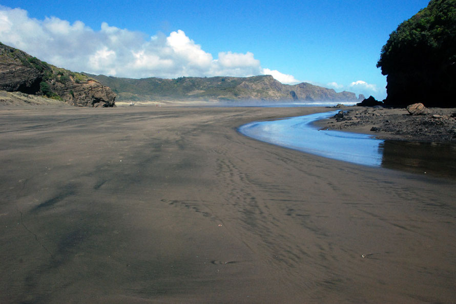 The tidal channel between the mainland and Ihumoana Island at Te Henga (Bethells Beach).