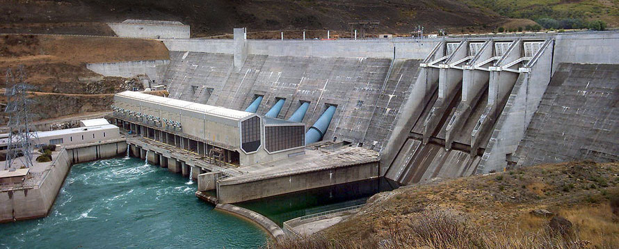 The Clyde Dam, the third largest hydroelectic scheme in New Zealand (Courtesy of JustinB WikiCommons)