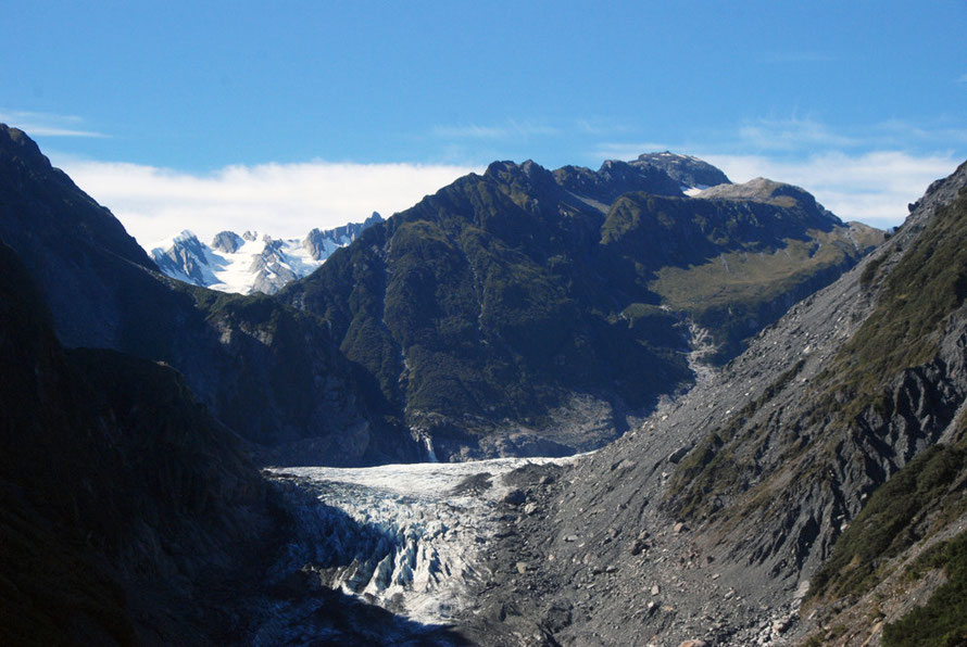 The Fox Glacier and the Chancellor Ridge with the Bismarck Peaks (2,538m) beyond.