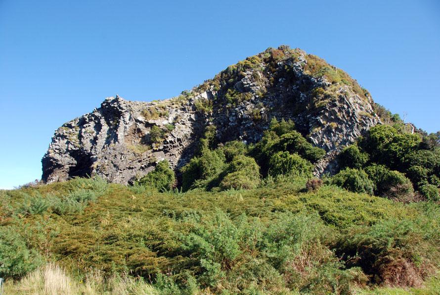 The basalt columns of the smalll pyramid - Te Matia o Okia