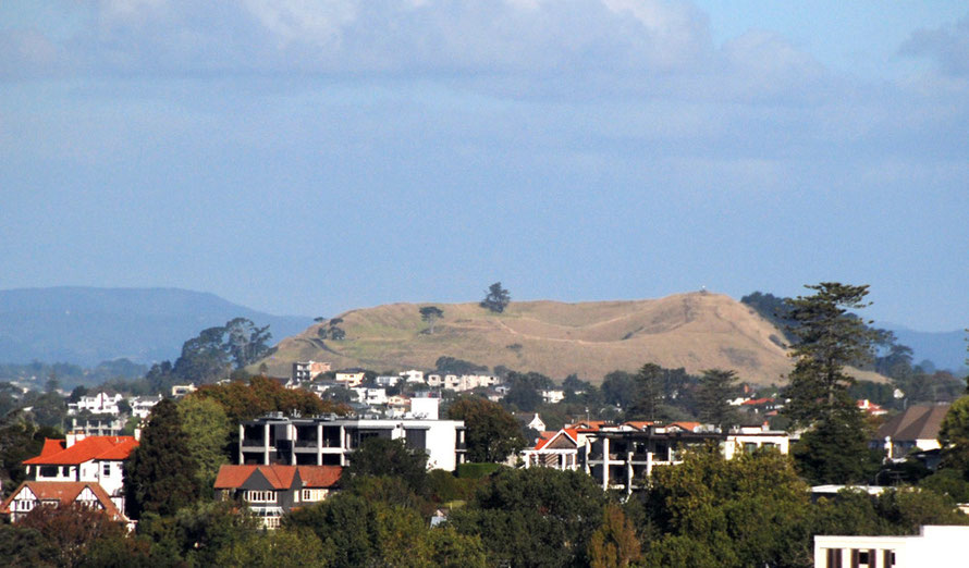 The swanky Mount Eden district in Auckland with Mount Eden volcanic cone.
