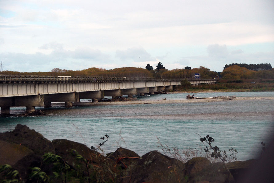 The bridge over the turquoise waters of the Waitaki River