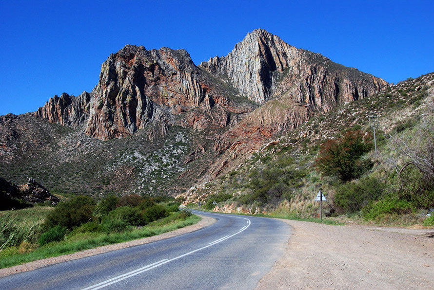 The pass to Montagu through the spectacular folded rocks of sandstone quartzite