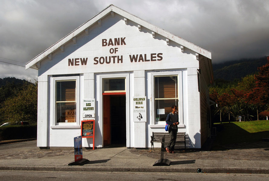 Ross: Bank of New South Wales. By 1861 the BNSW had opened 7 branches in New Zealand:,'our bankers were soon riding on horses and sleeping in tents to service the gold fields'