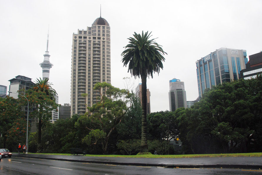 Cyclone Lusi weather from Albert Park in central Auckland.
