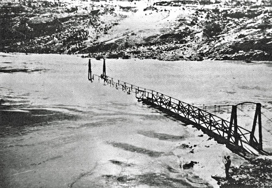 Deadman's  Point Footbridge (see figure bottom right for scale) at the Cromwell Gap during the great flood 0f 1863 that killed over 100 people (Lowburn by Clutha blog - click photo for link)