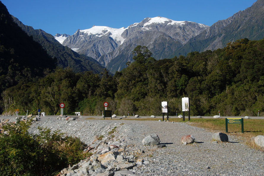 The road to the Franz Josef Glacier running on the right side of the Waiho River with Mts Roon (2233m) and Anderegg (2362m) behind