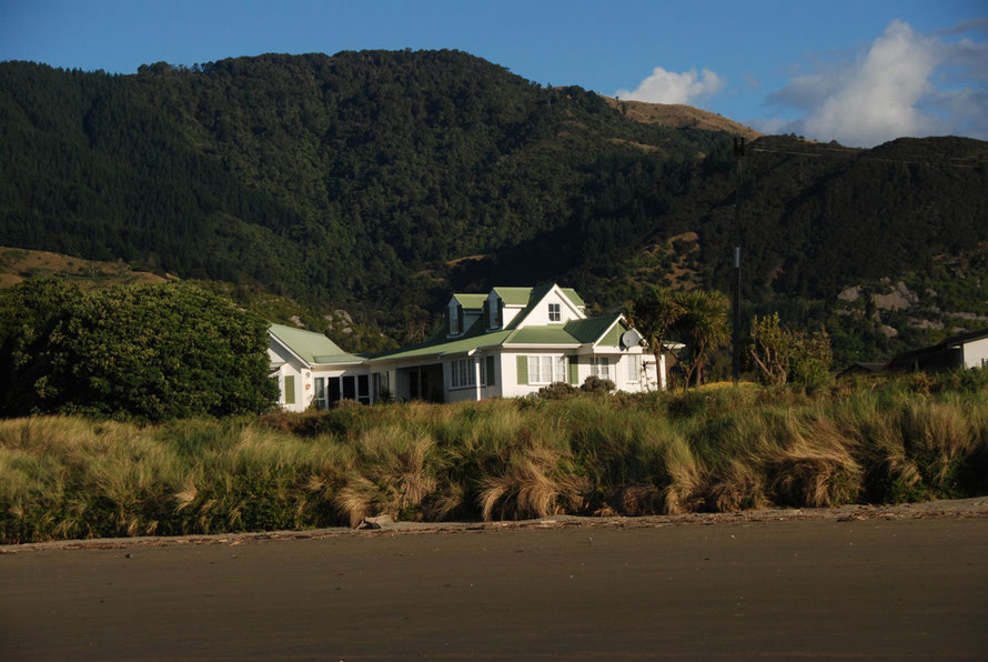 Beachside villa at Pohara in Golden Bay.