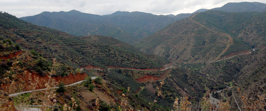 The Xeros valley and the road to Kato Pyrgos