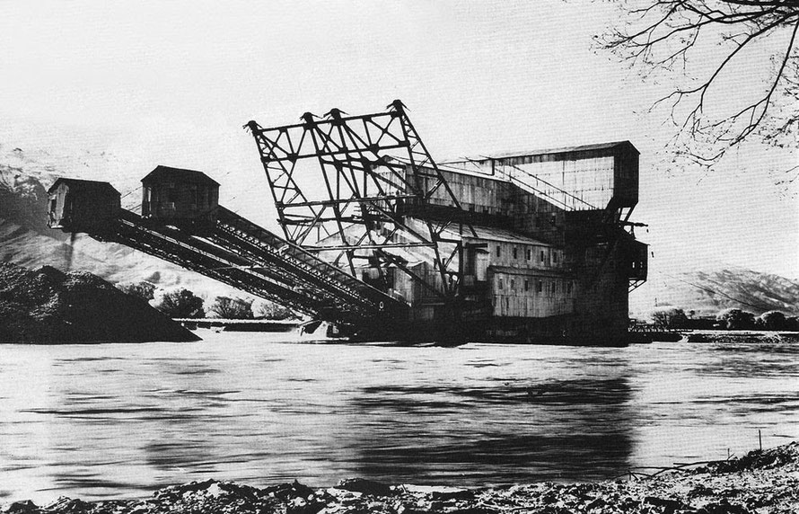 The Austral-N.Z. (Austral Malay Tin Ltd's dredge) worked the Lowburn area in the Upper Clutha basin and is believed to be the largest gold-dredge ever built in New Zealand (Lowburn by Clutha blog - cl