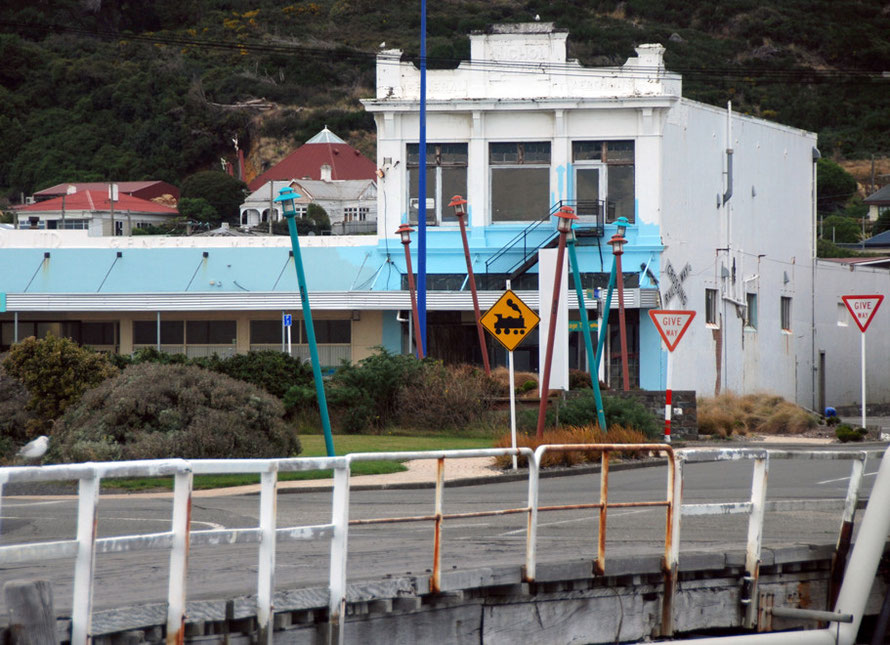 Marine Parade building, Bluff and angled lamp posts at the Stewart Island Ferry entrance.