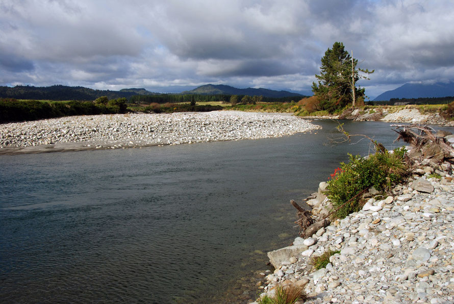 The Arahura river famed for its pounamu/greenstone was finally returned to Ngai Tahu in 1976