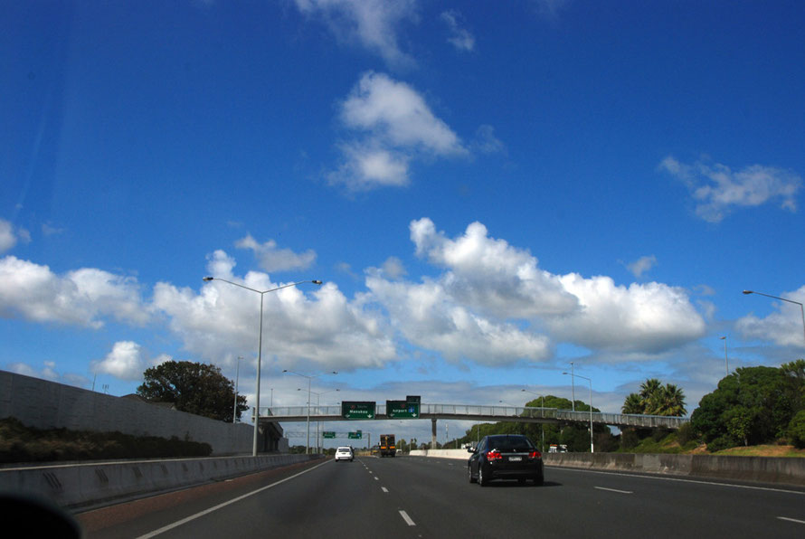 Blue skies all the way: the Auckland Southern Motorway near the turnoff for Manukau and the Airport.