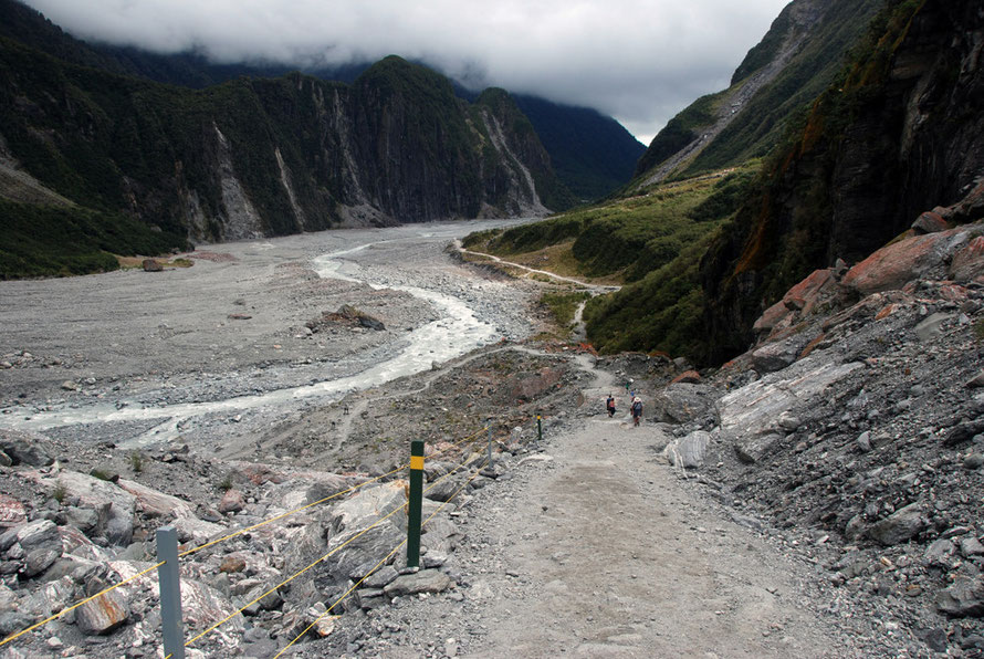 Cone Rock (546m) - the southern wall of the lower Fox Glacier valley (220m) beyond the current position of the terminus