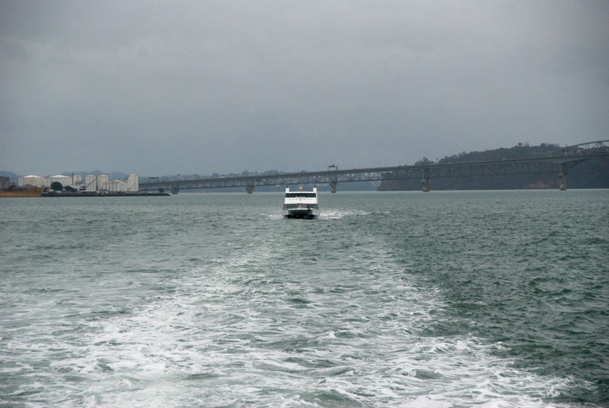 Under leaden skies we set out on the ferrry for Waiheke the day after Cyclone Lusi had passed thtough - the Harbour Bridge in the background.