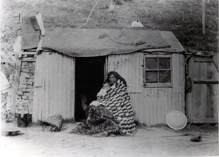 Heni Kiniwai Hampstead (nee Mamura) and her son, wife of Ngai Tahu chieftain Wi Pokuku outside their home in Moeraki north of Dunedin in 1903 (Otago Museum and Hocken Collection)