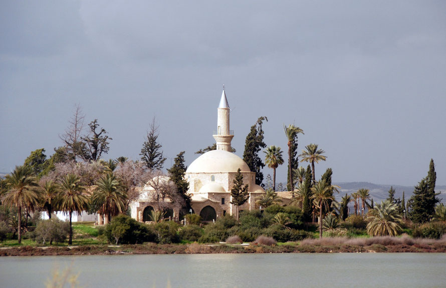 Hala Sultan Tekke Mosque from the Salt Lake, Larnaca ( (January 2013).