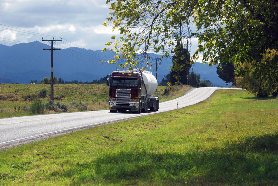 The Reefton-Moana road: Johnson Bros Transport of Westport carting urea - For all general transporting needs. Cartage of: Fertiliser, Coal, Livestock, General Freight, Hay & Logs/Timber (click phot fo