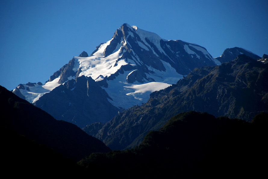 Mt Elie de Beaumont (3117m)) from the main West Coast highway