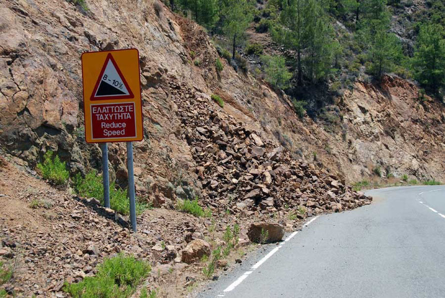 Recent rockfall on the Pyrgos road