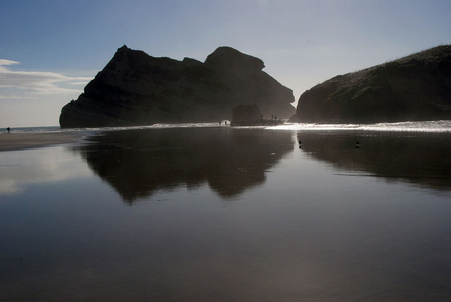 Wharariki beach, Archway Islands  and seal watchers, Golden Bay.
