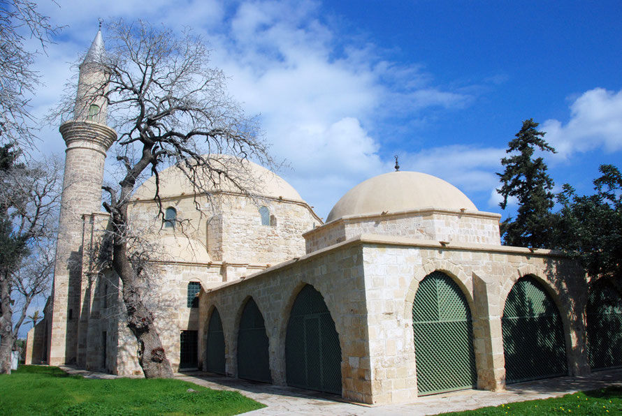 Hala Sultan Tekke: the domed tomb recess of the Prophet's aunt (February 2011).