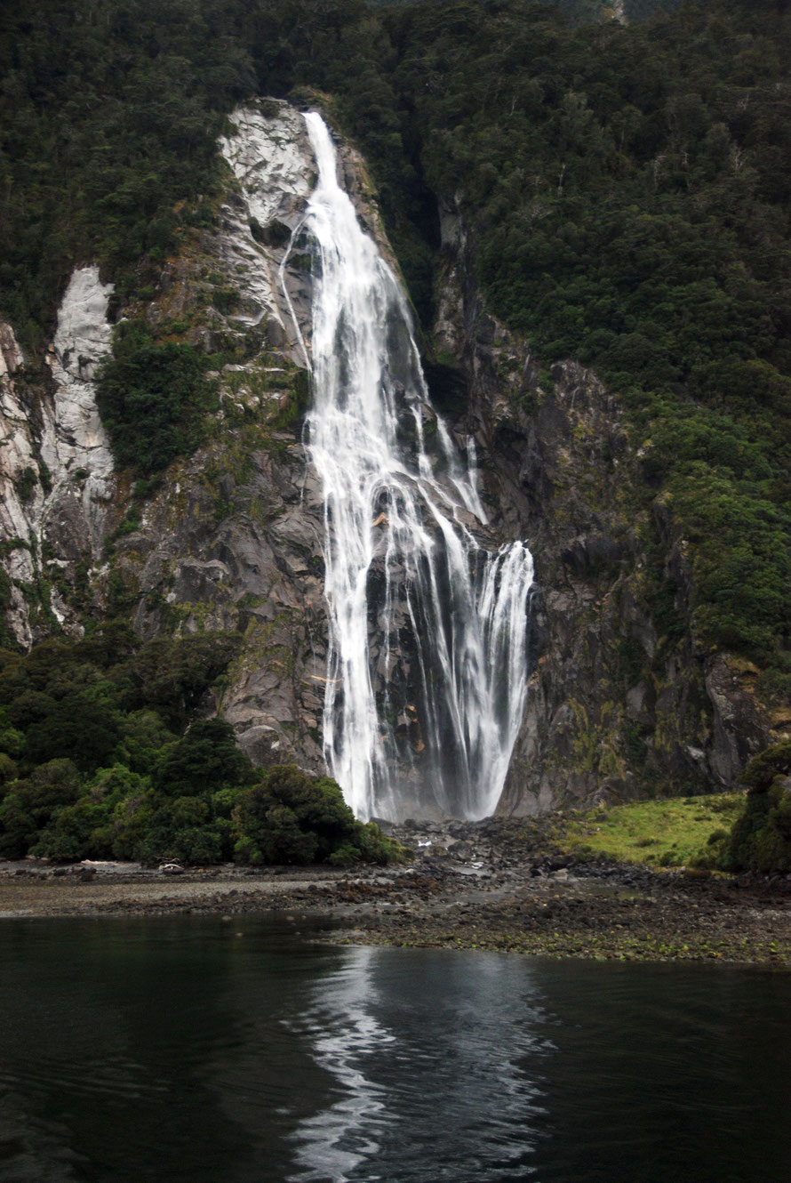 The Bowen Falls empties the spectacualr handing valley of the Bowen River. Note tree fall scar to left and the paucity of rock sediment and debris at the bottom of the falls.
