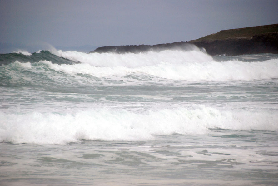 The Pacific charging in at Sandfly Beach on the Otago Peninsul