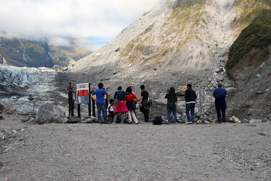 The end of the line: the lookout over the Fox Glacier.