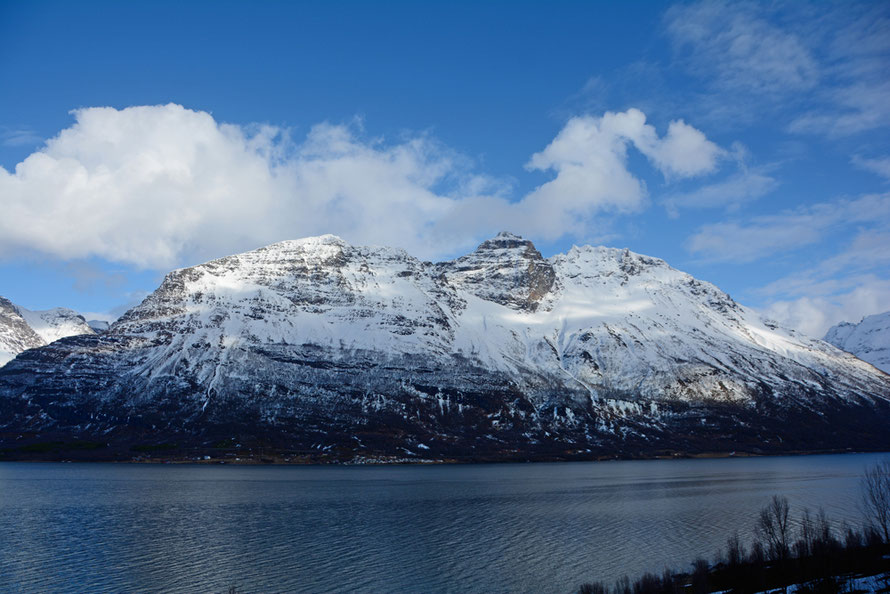 The mass of Hornesfjellet rising to 1321m from the shores of Storfjorden. Hornesfjellet stands between the Russ Road and Kitdalen and Signaldalen.