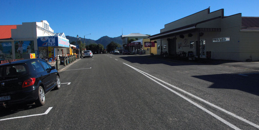 Collingwood main drag, Golden Bay. The last town on the Bay before Fraewell Spit and the turning to Anatori.