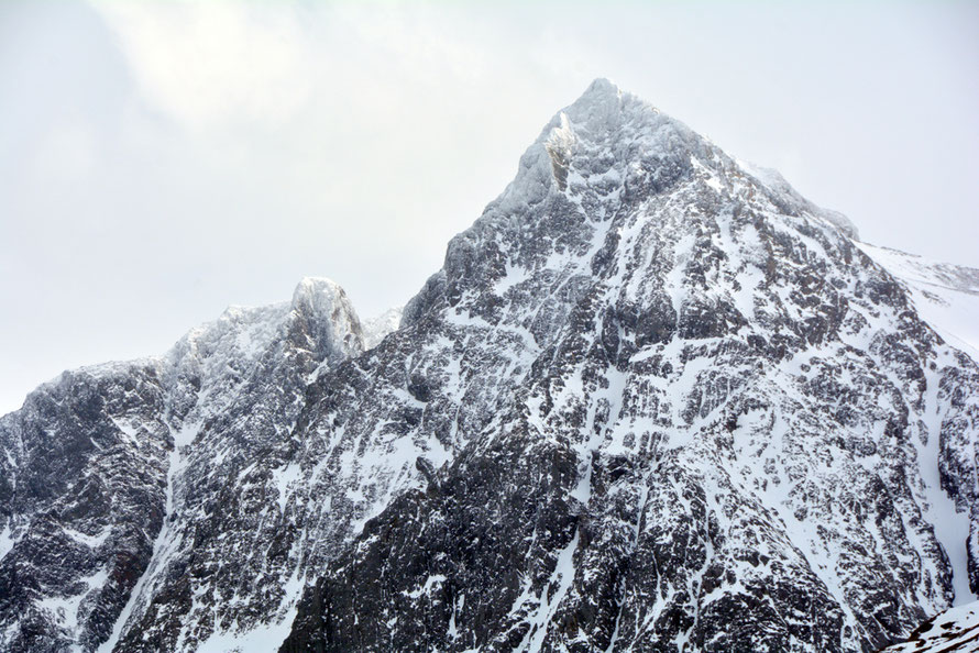 The near vertical face of Little Fornestinden (1050m) that towers above Jorvik. It is hard to imagine the colossal forces that over many milennia simply sheered away the northern end of this mountain.