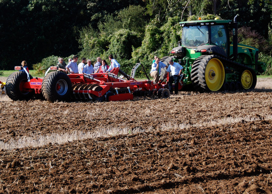 Single pass cultivator and John Deere 8345RT (East Kent Ploughing Match 2011)